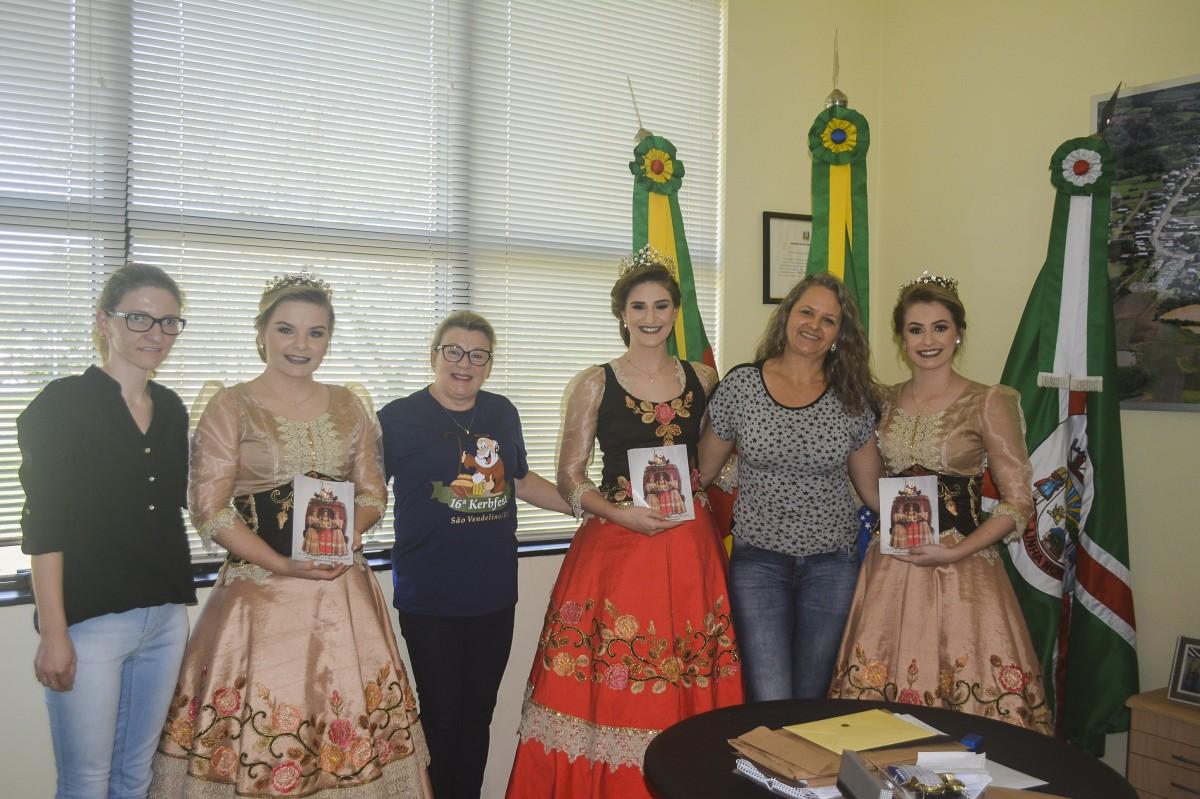 Corte de São Vendelino visita Linha Nova