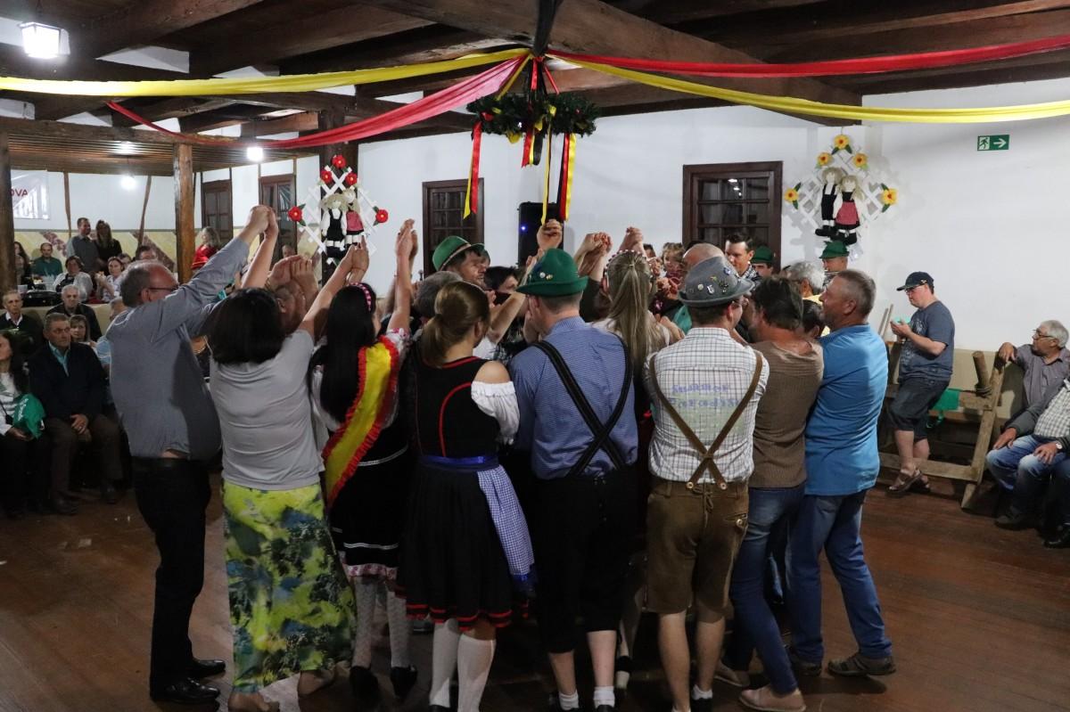 Kerb do Grupo de Danças Folclóricas  Loreley atrai público