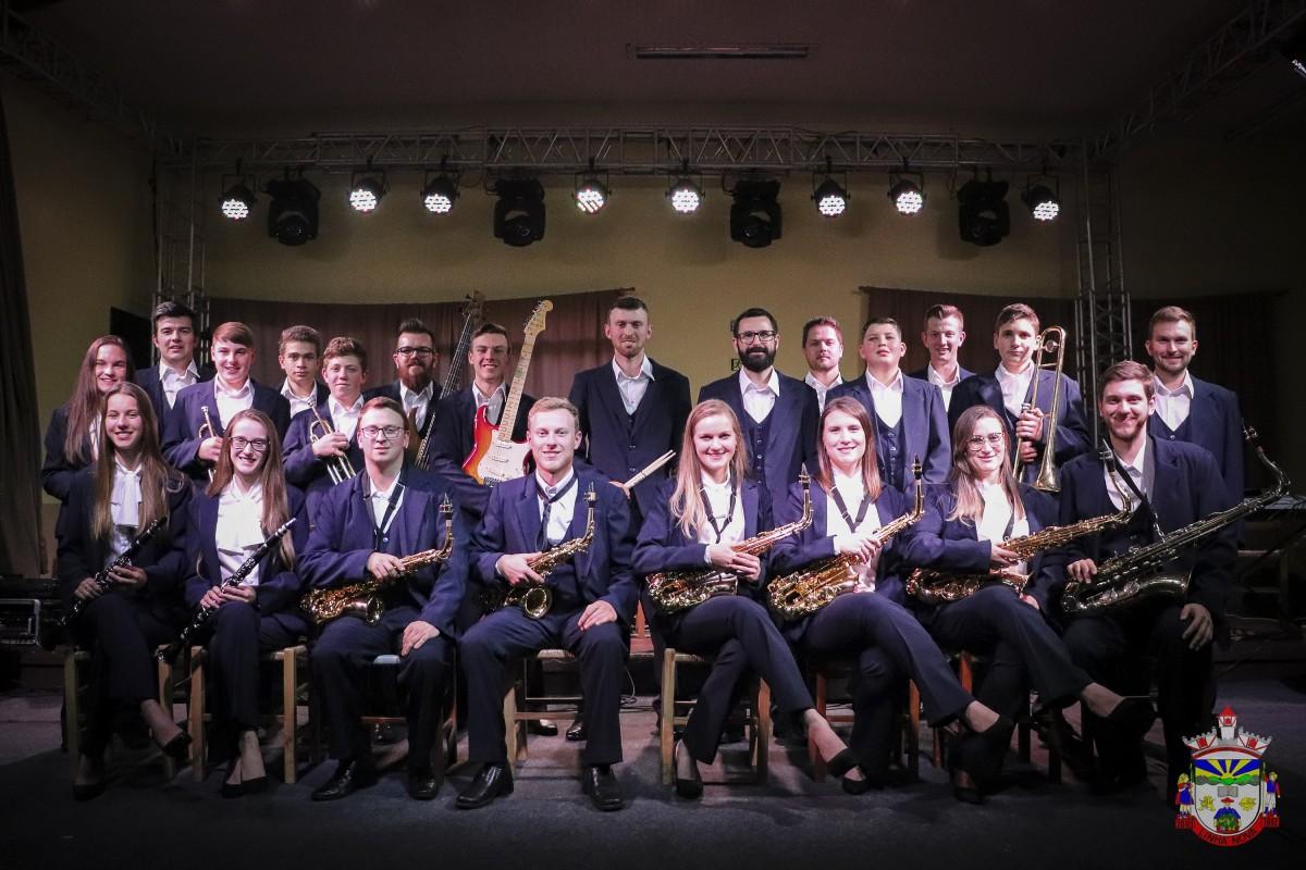 Orquestra municipal encanta público em jantar