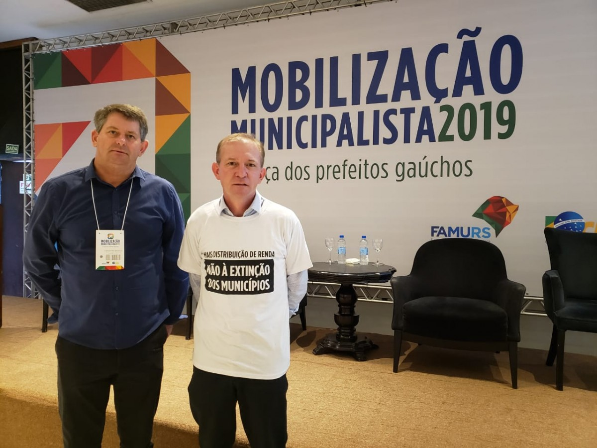 Prefeito e vice - prefeito participam de mobilização contra extinção de municípios