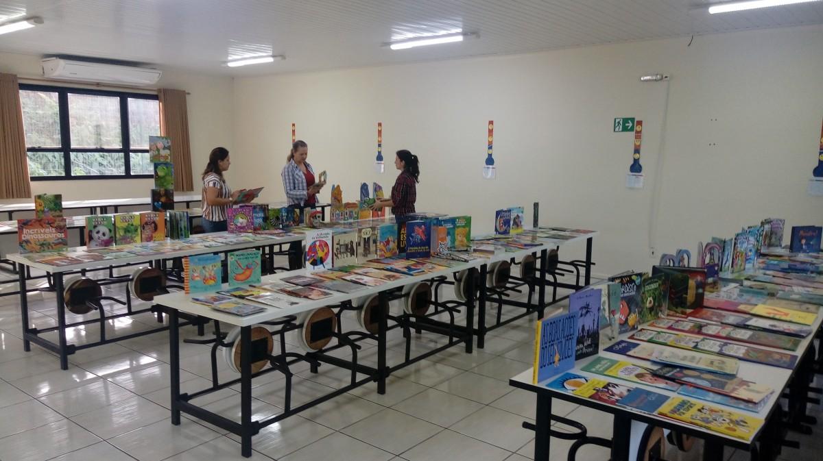 Prefeitura adquire novos livros para escolas