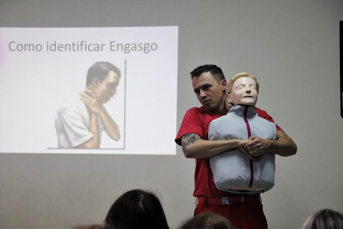 Profissionais da educação realizam curso de primeiros socorros