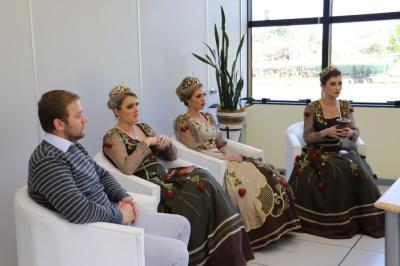 Comitiva de Bom Princípio entrega convite da Festa Nacional do Moranguinho