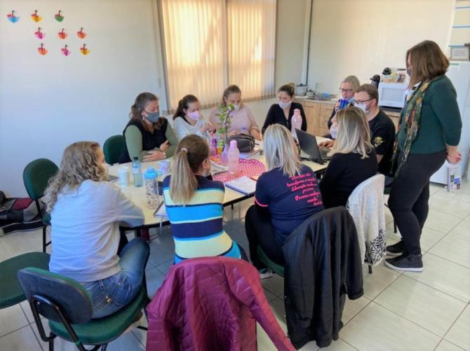 Professores da EMEFTI 20 de Março participam de Formação Pedagógica