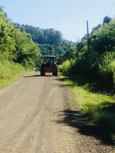 Secretaria de Obras realiza melhorias e terraplanagem em localidade do município