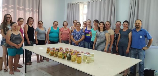 Assistência Social e EMATER realizam curso de compotas e conservas