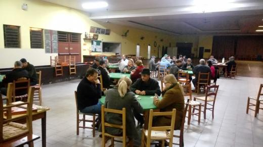 Inicia o primeiro Campeonato Municipal de Canastra para Casais