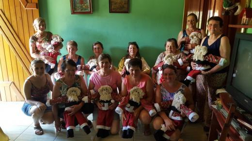 Grupo de Mulheres do Roseiral realiza visita