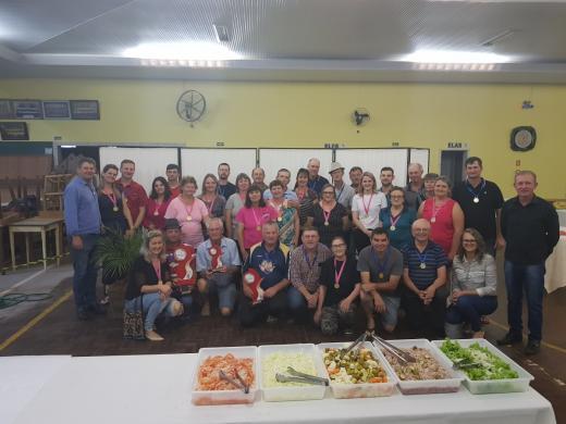 Confraternização encerra 1º Campeonato Municipal de Canastra para Casais