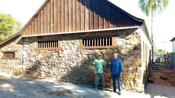 Prefeito Henrique acompanha obras de restauro da antiga Cervejaria Ritter