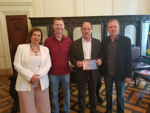 Governador Sartori recebe convite para o 4º Domingo no Parque