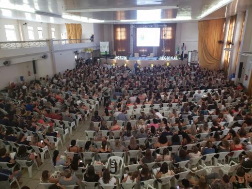 Educadores de Linha Nova participam de Fórum Regional de Educação