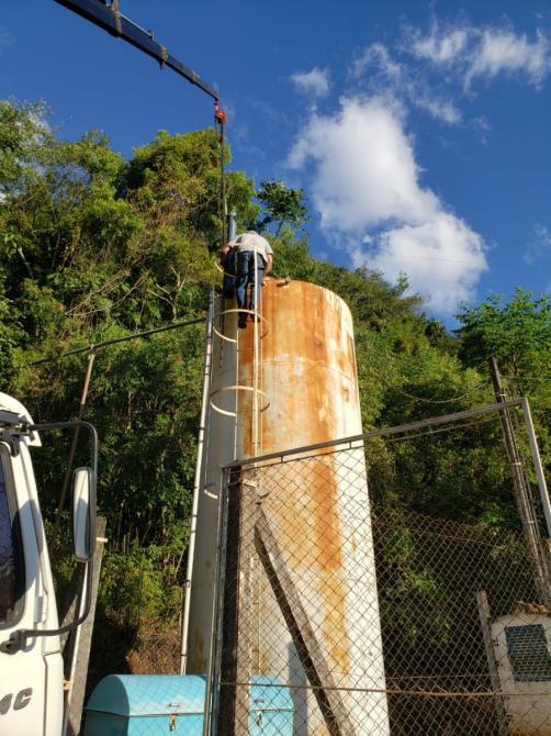 Equipe da Secretaria de Obras trabalha para solucionar falta de água
