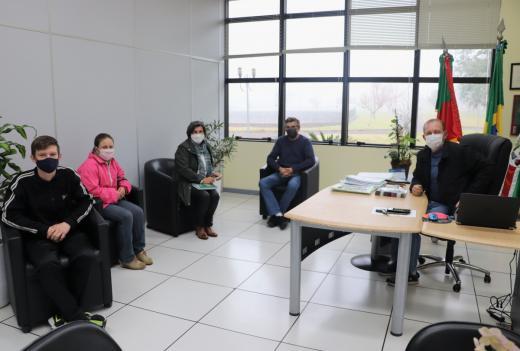 Escola Família Agrícola - EFASERRA visita o Gabinete do Prefeito para divulgação e troca de ideias