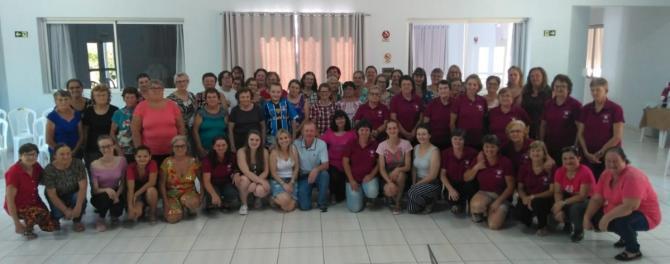 Grupos acompanhados pela assistência social realizam confraternização de final de ano