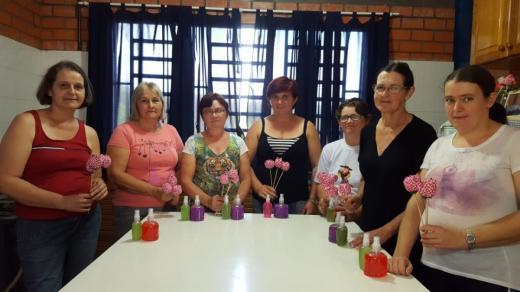 Grupos trabalham com aromaterapia