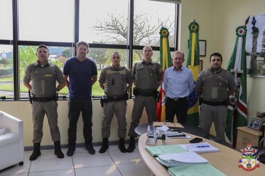 Novos policiais são recebidos pelo Prefeito