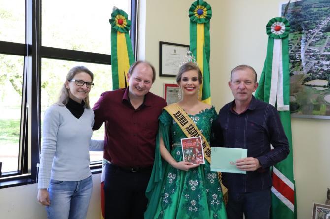 Prefeito de Salvador do Sul entrega convite da 13ª Festur