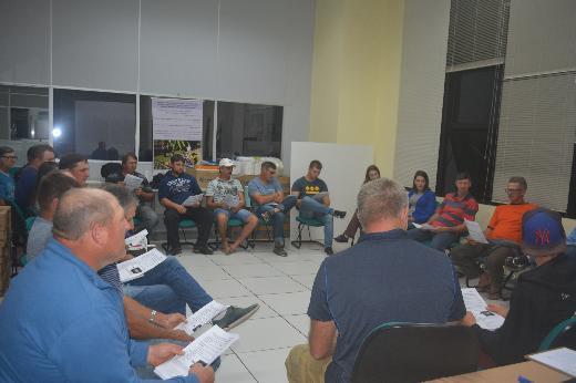 Produtores de hortifrutigranjeiros e de carvão participam de reunião na Prefeitura